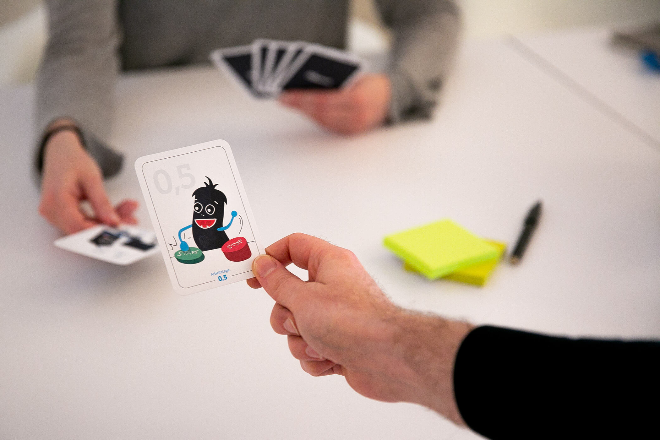 Planning Poker Karten beim Scrum Stories schätzen